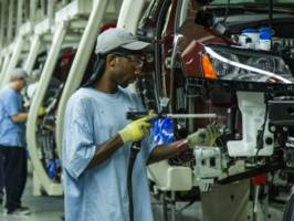 Auto Workers vs. Unions at Tennessee Volkswagen Plant